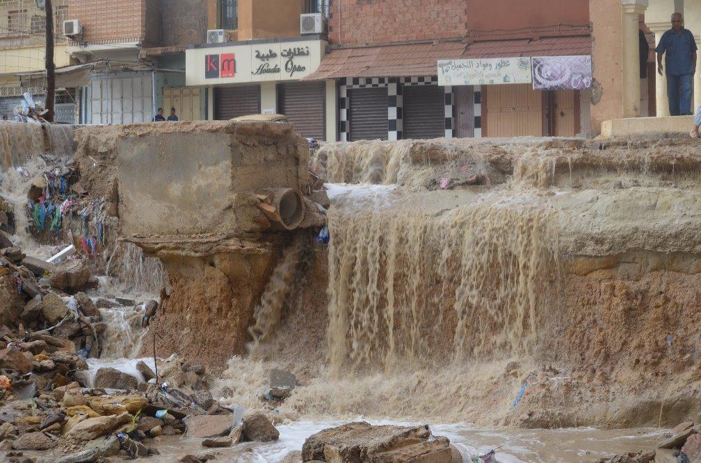 سكان حي أولاد أحميد ببوسعادة يجددون أستغاثتهم فخطر السيول وألامطارو الفياضنات قادم