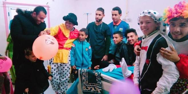 جمعية مبادرة توزع الهدايا على مرضى  مستشفى رزيق البشير ببوسعادة