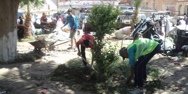 حملة نظافة لشباب حي ساحة الشهداء والزقم بوسط المدينة