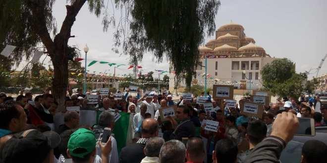 تجمعا شعبيا بالمسيلة لدعم الشعب الفلسطيني المرابط في مسيرة العودة