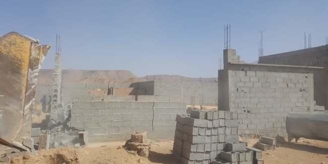 لجنة محاربة البناءات الفوضوية تهدم اساسات ل 3 قطع ارضية بحي مفدى زكريا