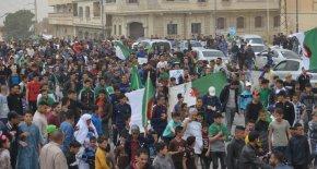 مسيرة سلمية حاشدة ببوسعادة في جمعة تاسعة للحراك الوطنى