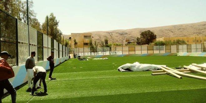 تواصل اشغال وضع بساط العشب ألآصنطناعي بملعب بريكة الجواري ببوسعادة