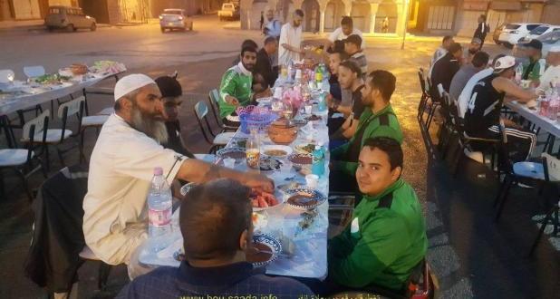 شباب حي أولاد احميدة ببوسعادة يقيمون أفطار جماعي وتكريمات على شرف أبطال الجزائر للكراسي المتحركة