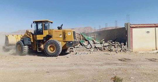 لجنة التعمير وتهيئة الإقليم تقوم بتنفيذ قرار هدم بالمنطقة المحاذية لمنطقة النشاطات والتخزين