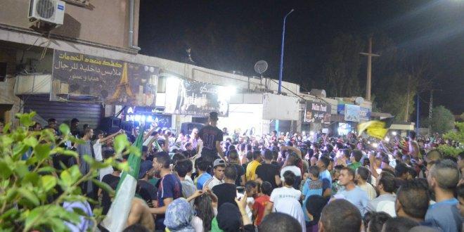 بوسعادة تخرج الى الشارع وتحتفل بتأهل فريقنا الوطنى لنهائي كأس امم أفريقيا