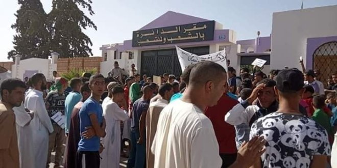 """سكــــــــــان """"أمجدل"""" ينتفظون بسبب التهميش ووقفة احتجاجية سلمية للمستفيدين المجمدين(11) من السكن الاجتماعي بمسيلة"""