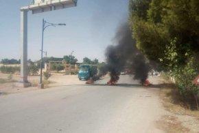 غلق للطريق  للمطالبة بالتنمية ببلدية تامسة دائرة سيدي عامر
