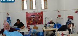 مؤسسة هذروق للخياطة تواصل تصميم الكمامات  وتنتظر دعم المحسنين