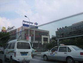 Tiens ... tiens ... Carrefour et Macdo à Shanghai ... on se croirait au pays ...