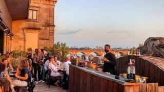 Une bière en hauteur ? Une vue de ouf sur Bordeaux ? Notre sélection des 6 meilleurs rooftops de Bordeaux !