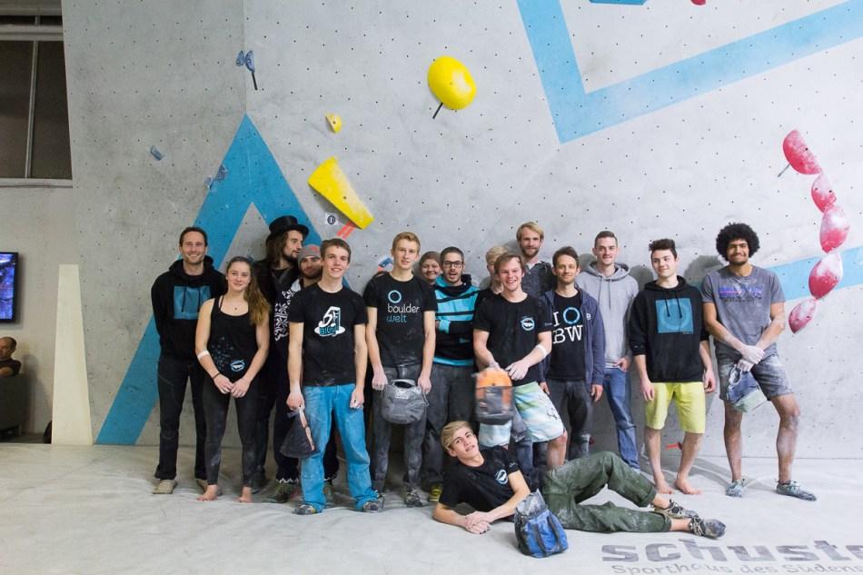 Boulderwelt Athletenteam zusammen mit den Boulderwelt Schraubern an der Wettkampfwand der Boulderwelt München Ost