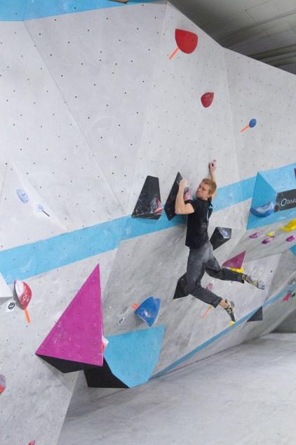 Alex Averdunk hat keine Probleme in den dynamischen Boulder