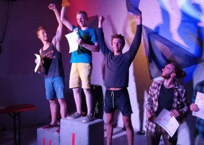Boulderwelt Athletenteam und Youngsters beim Rosenheimer Bouldercup