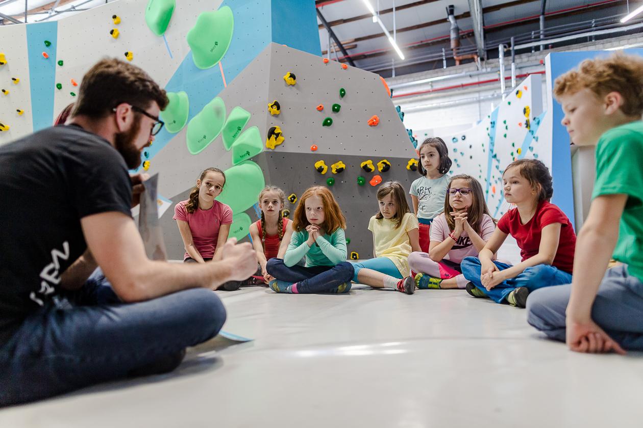 Bouldern und Klettern für Kinder und Jugendliche bei den Boulderkids in der Kinderwelt der Boulderwelt Dortmund