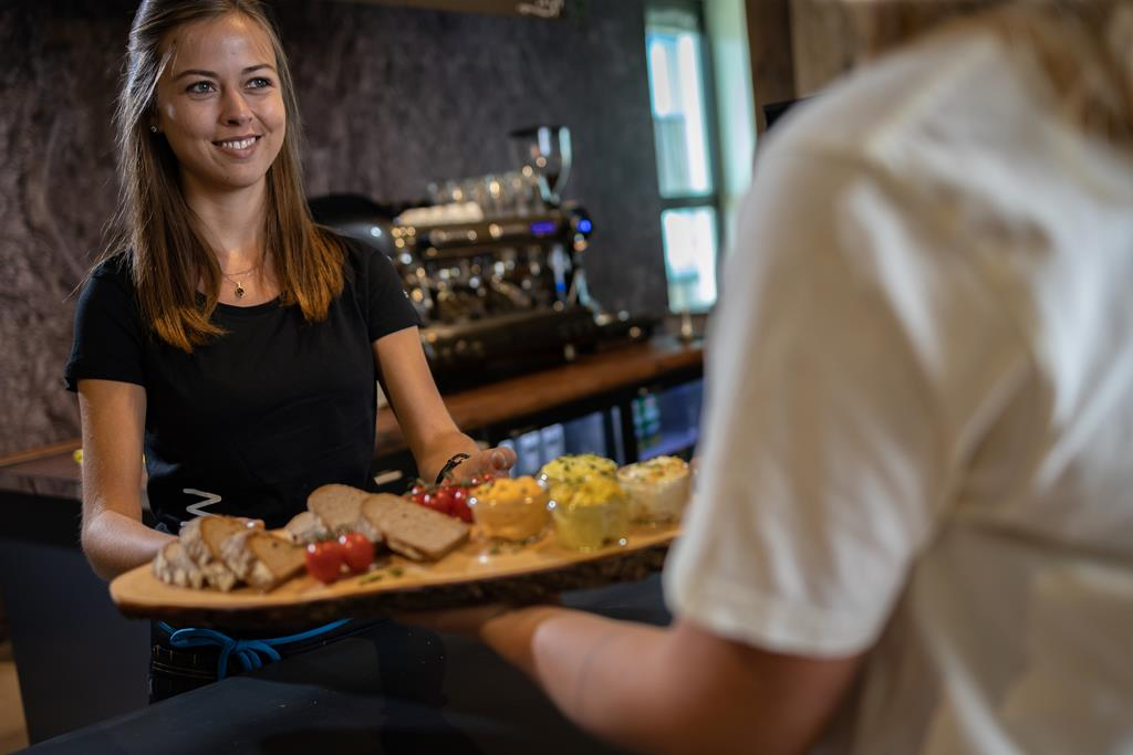 Boulderwelt Café mit Deiner Boulder-Brotzeit für neue Energie beim Bouldern