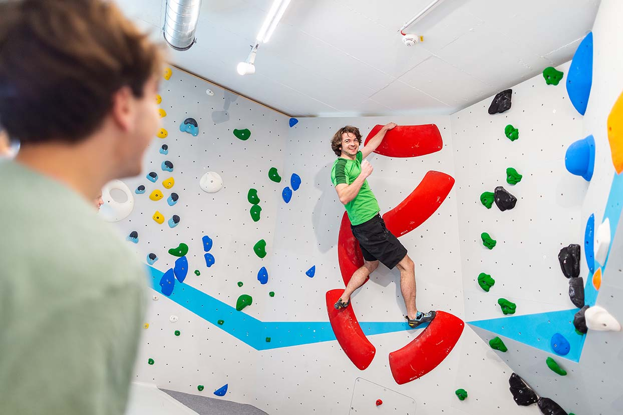 Bouldern und Klettern mit Freunden und Spaß in der Boulderwelt München Ost