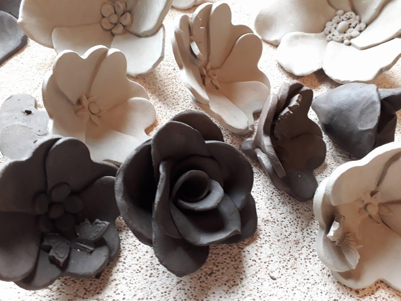 fleurs en c ramique miss terre et boule de terre. Black Bedroom Furniture Sets. Home Design Ideas