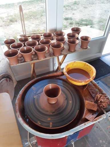 tournage de mugs en terre