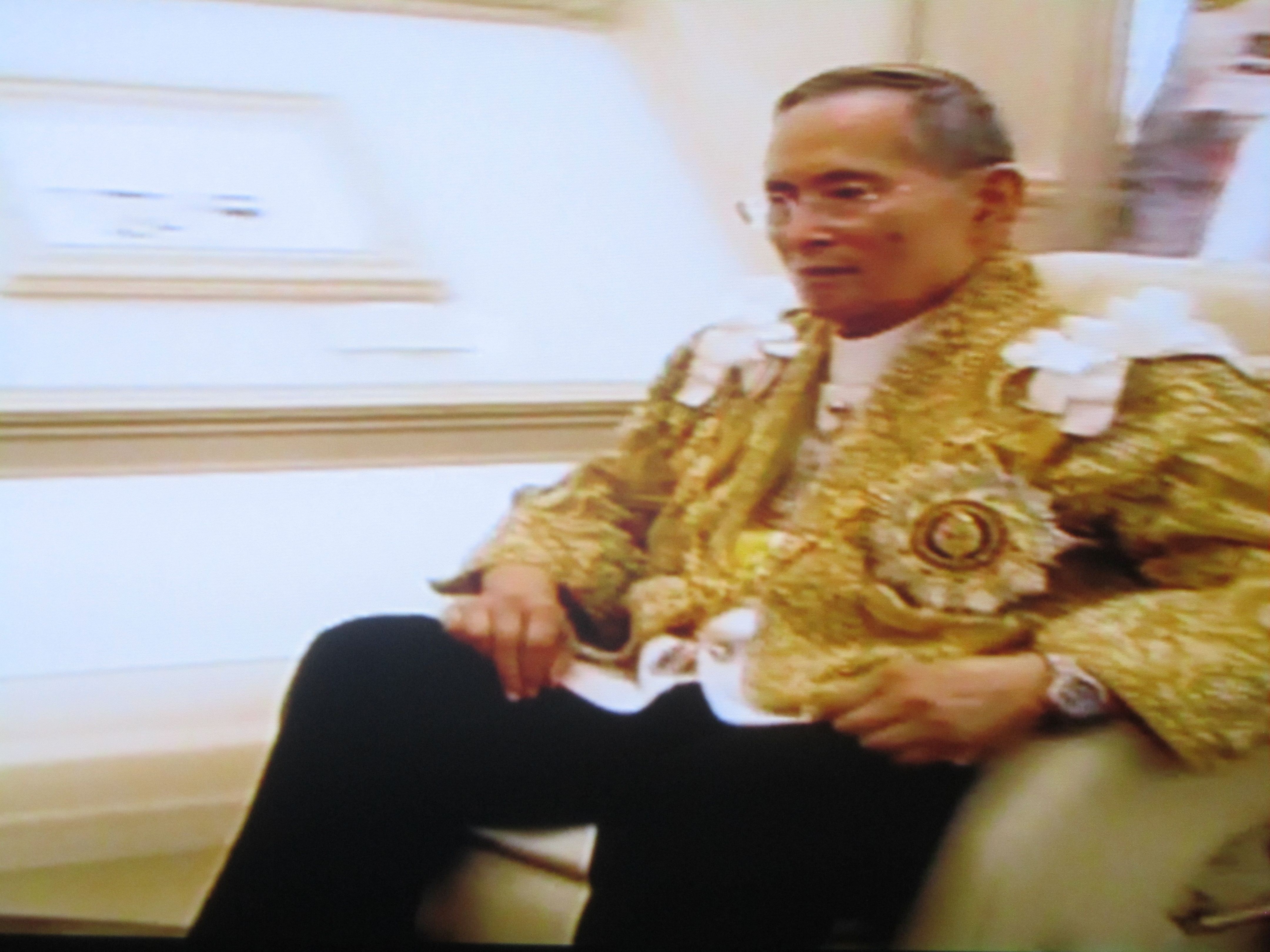 King Bhumibol dressed in traditional yellow just after addressing Thailand