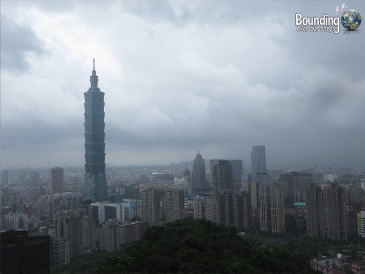 Elephant Mountain - Hiking in Typhoon - Taipei Skyline