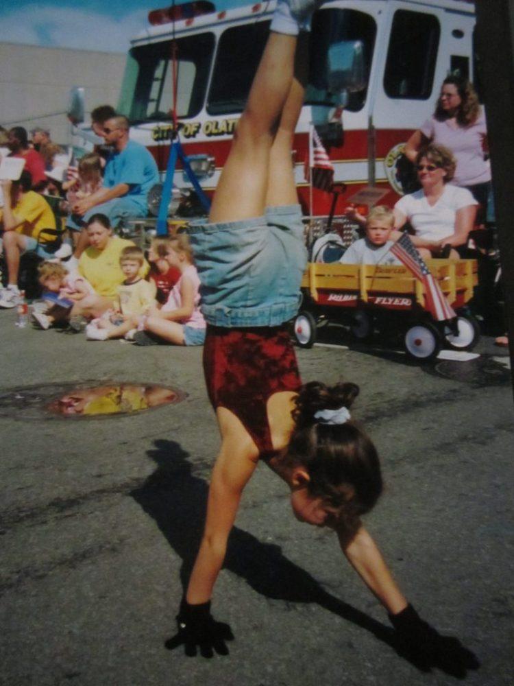 Sarina Farb doing handstand