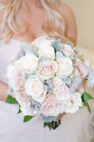 Elegant bouquet of roses and berries for a winter bouquet.