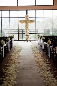 The ceremony included this stunning floral cross.