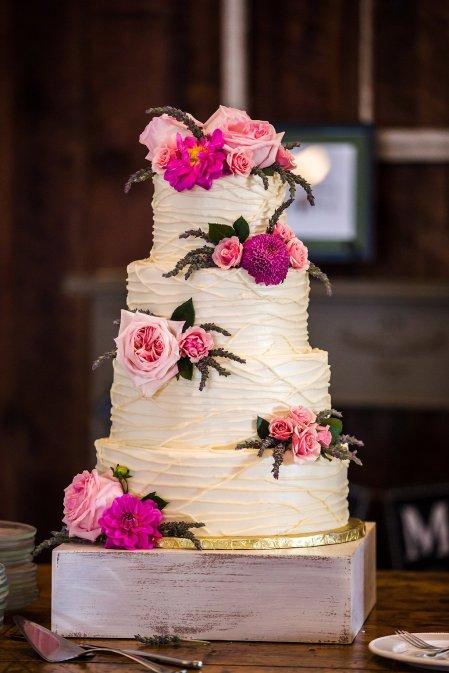 Fresh flowers for brides wedding cake.