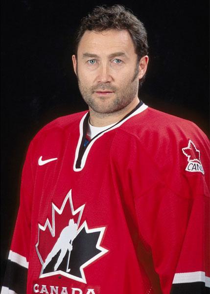 Canada's Ed Belfour, part of the men's hockey team at the 2002 Salt Lake City Olympic winter games. (CP Photo/COA) Ed Belfour du Canada, membre de l'équipe de hockey aux Jeux olympiques de Salt Lake City de 2002. (PHOTO PC/AOC)