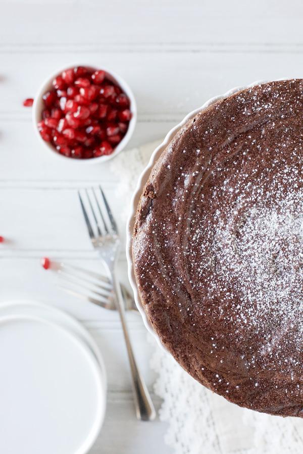 Easy Flourless Chocolate Cake | BourbonandHoney.com