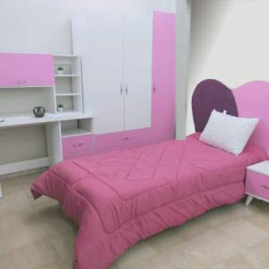 chambre d'enfant pour fille blache avec façades roses