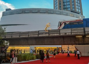 Emporium Mall, Hilton Hotel in Em District of Bangkok Skytrain