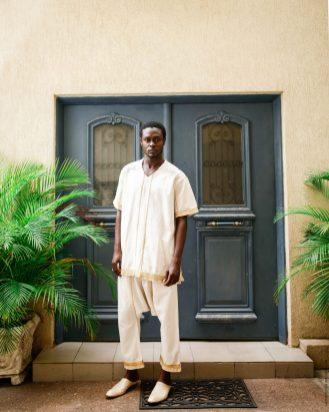 Tenue traditionelle de luxe _ Tradition innovée en coton tissé et broderie a la main par les artisans togolais _ Mablé Agbodan _22A7612-Edit