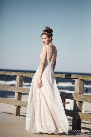 Robe de mariée tendance 2022, bohème chic, mariage bohème chic, inspiration mariage, dentelle perlée, nude, dos décolleté