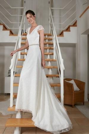 robe de mariée collection bochet modèle rosabelle, en dentelle, col v, dos ouvet