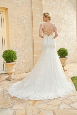 robe de mariée style sirène avec bijou de dos en dentelle perlée et tulle