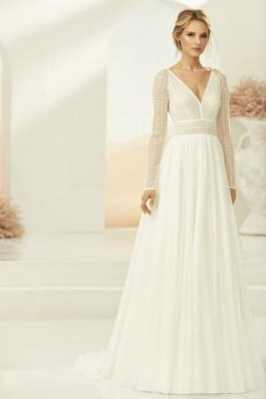 robe de mariée style champêtre bohème chic, manches longues, jupe fluide en tulle, bustier en dentelle style crochet en transparence