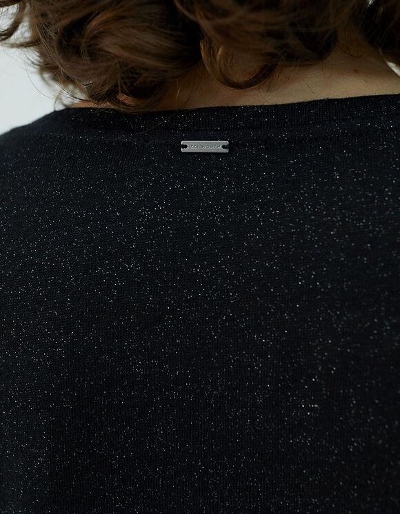 tee shirt noir brillant et à clou