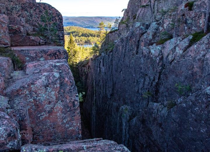 Utsikterna är många i Höga Kusten. Så här ser det ut vid toppen av Slåttdalsskrevan.