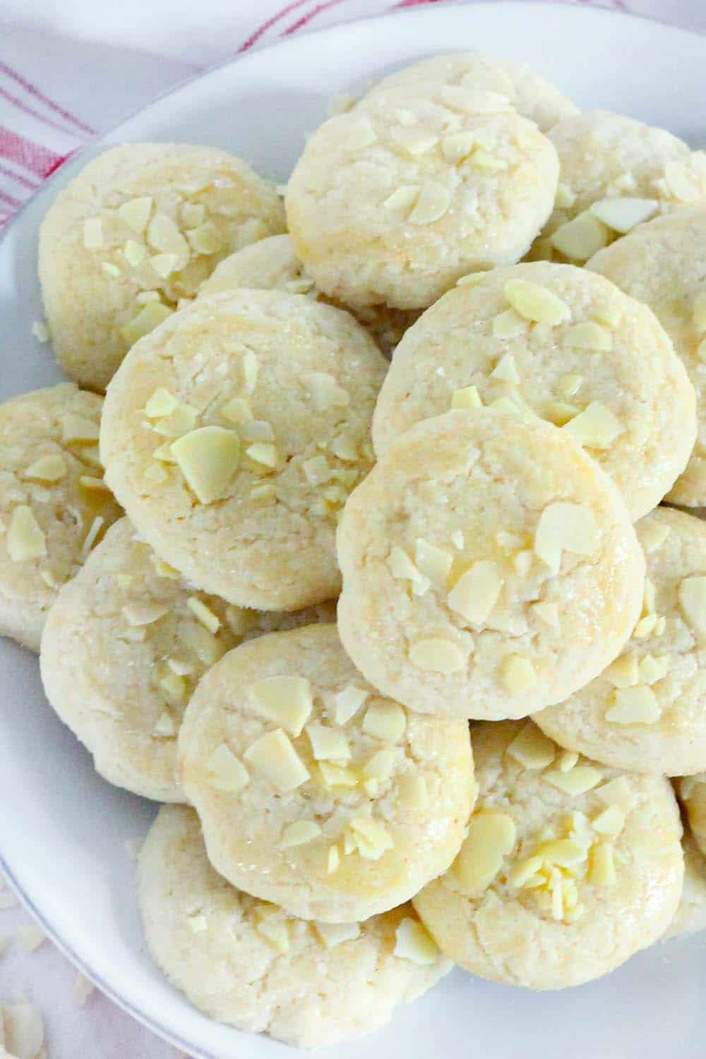 These Norwegian Butter Cookies (Serinakaker) are delicate and buttery, similar to shortbread but less crumbly, with melt-in-your-mouth almond and vanilla flavors. They are the PERFECT cookie, especially if you're looking for a new Christmas cookie recipe! | www.bowlofdelicious.com