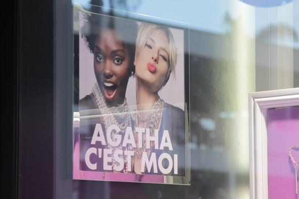 Agatha publicité vitrine