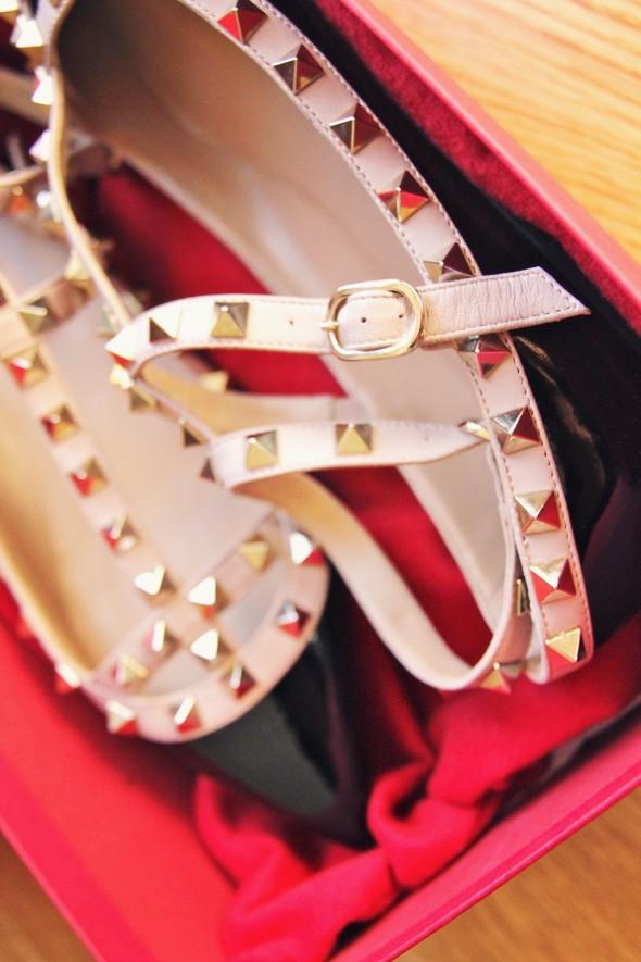 Valentino Garavani beige black sandals