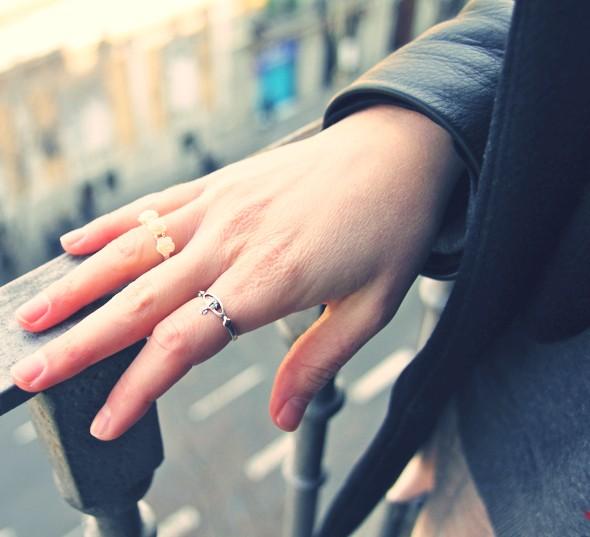 --vivienne westwood accessorize orb ring silver roses.jpg_effected