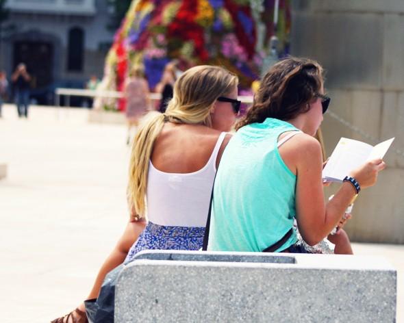 bilbao girls tourists spain españa_effected