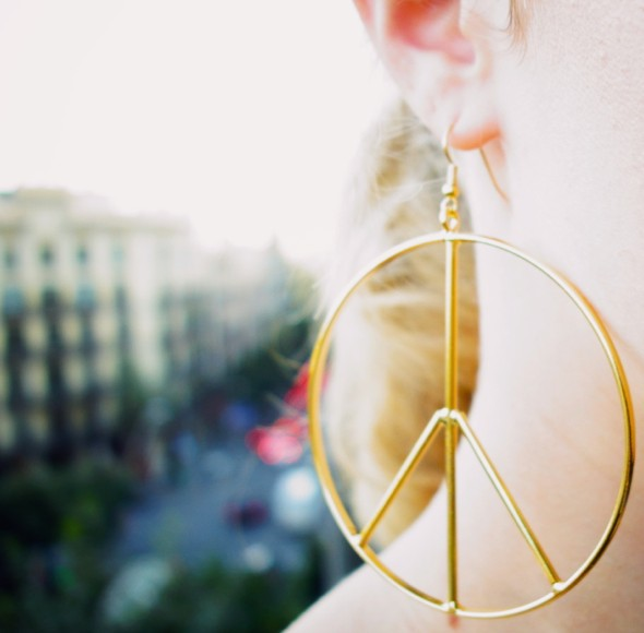peace and love earrings gold or boucles d'oreilles hippies gypsy_effected