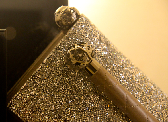 pochette strass chanel