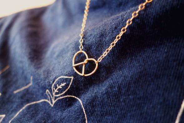 pretzel necklace_effected