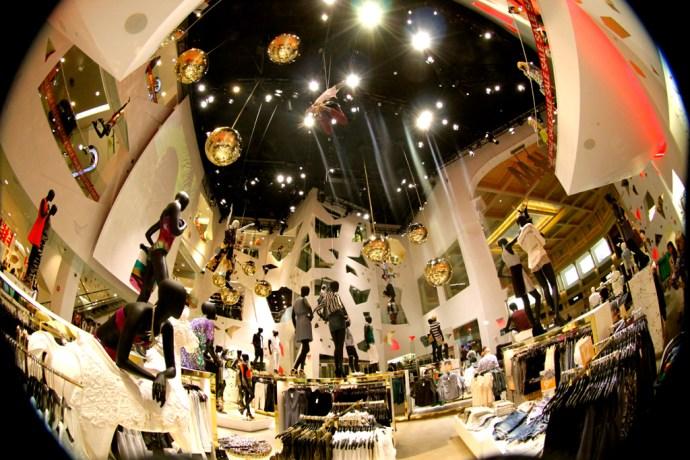 _H&M_las_vegas_caesar's_palace_brand_shop