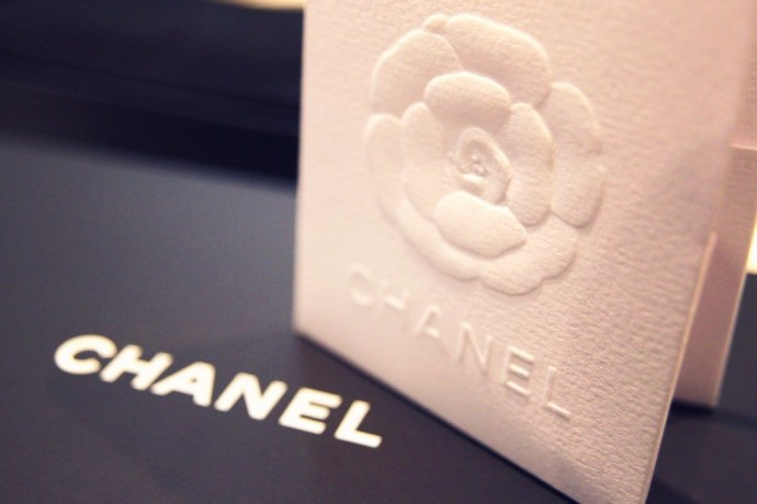 luxe_chanel_paris_authenticity_card_invoice_camellia_camelia_white_pochette_blanche_papier_paper_effected-001